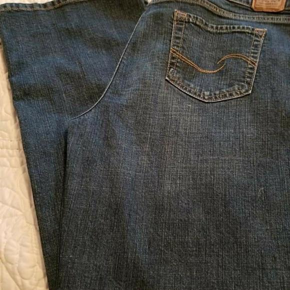 Levi's Denim - $ Just Reduced..Women Levi Signature Jeans